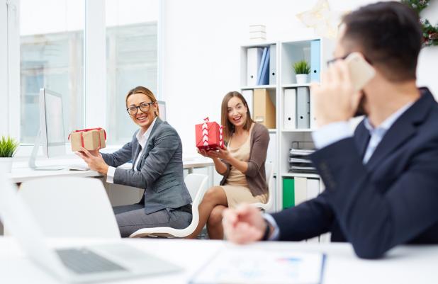 Make employees happy with custom wine glasses