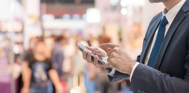 Man using app on smartphone